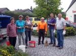 Gartenbauverein Forstinning Vorstandsmitglieder bei Rabattenpflege