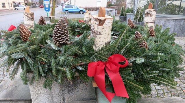 Adventskranz 2016 von Elisabeth und Hans Hupfauer auf dem Rathausbrunnen